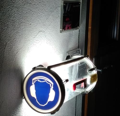 Trommel-Briefkasten-Nacht